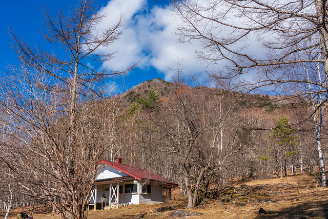 高原ヒュッテと乾徳山