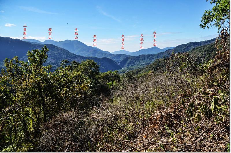 塔羅留山產道(815 m)西南眺群山 2-1