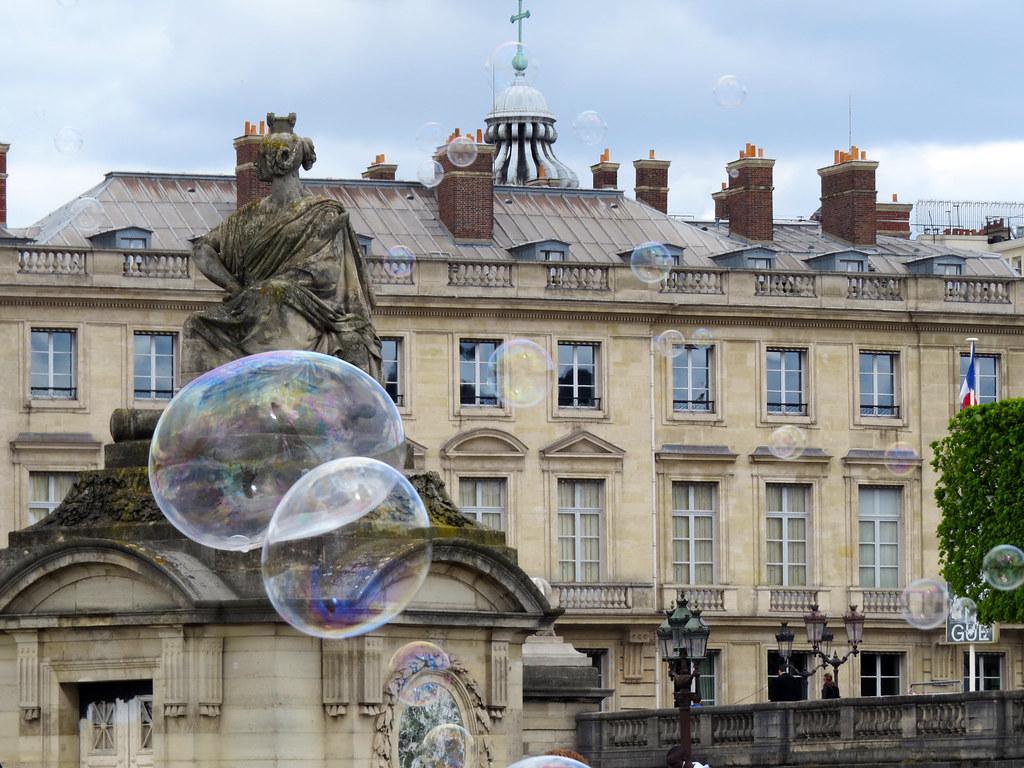 Статуя города Страсбурга