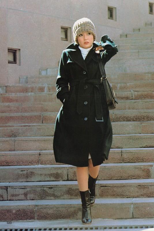 この冬新鮮なコートたち renown fashion : 「婦人画報」1975年1月号、123頁。