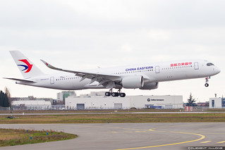China Eastern Airlines Airbus A350-941 cn 269 F-WZNS // B-305X
