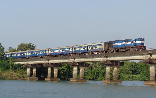 22634 H.Nizamuddin-Thiruvananthapuram Express!, Sony DSC-W830