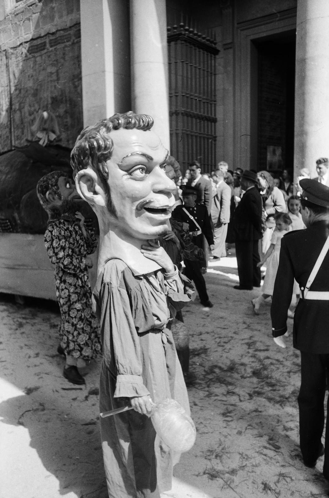Cabezudo con la cara de Cantinflas en las fiestas del Corpus Christi de Toledo en 1955 © ETH-Bibliothek Zurich