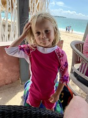 Madeleine inna super cute beach outfit on the Balinese island of Nusa Lembongan today