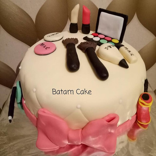 Makeup Cake by Debby Fitria of Batam Cake