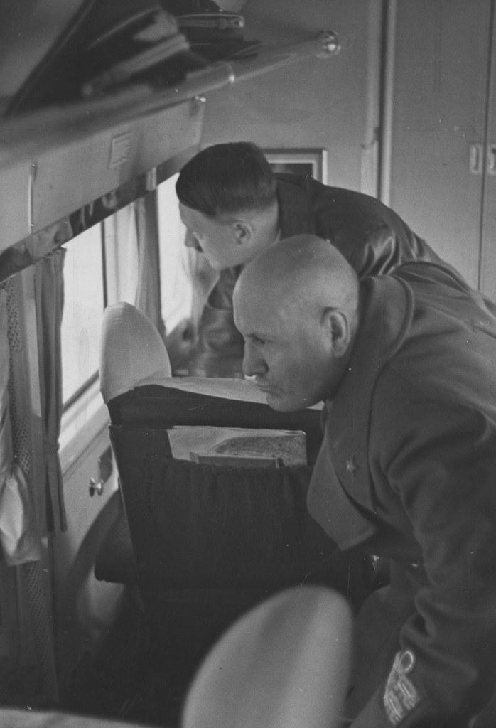 01. Адольф Гитлер и Бенито Муссолини летят в Умань