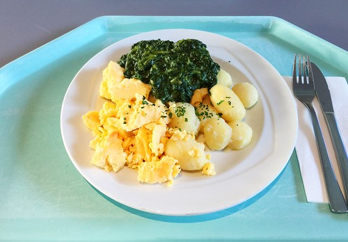 Scrambled egg with cream spinach & potatoes / Rührei mit Rahmspinat & Kartoffeln