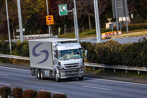 Mitsubishi SuperGreat 6X2 truck
