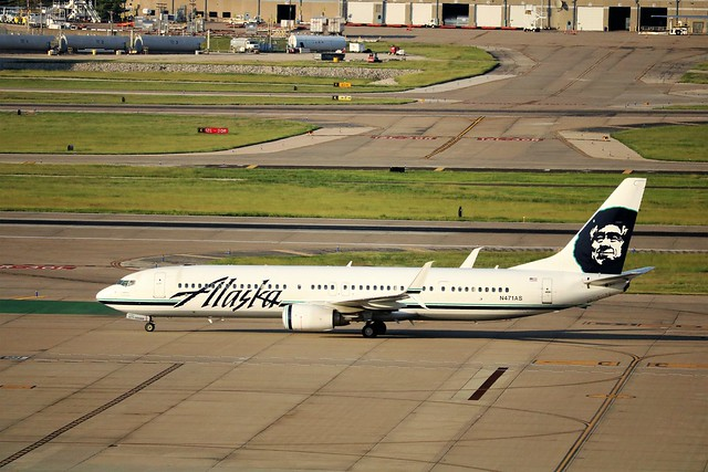Alaska Airlines 737, Canon EOS REBEL T6I, Canon EF-S 55-250mm f/4-5.6 IS STM