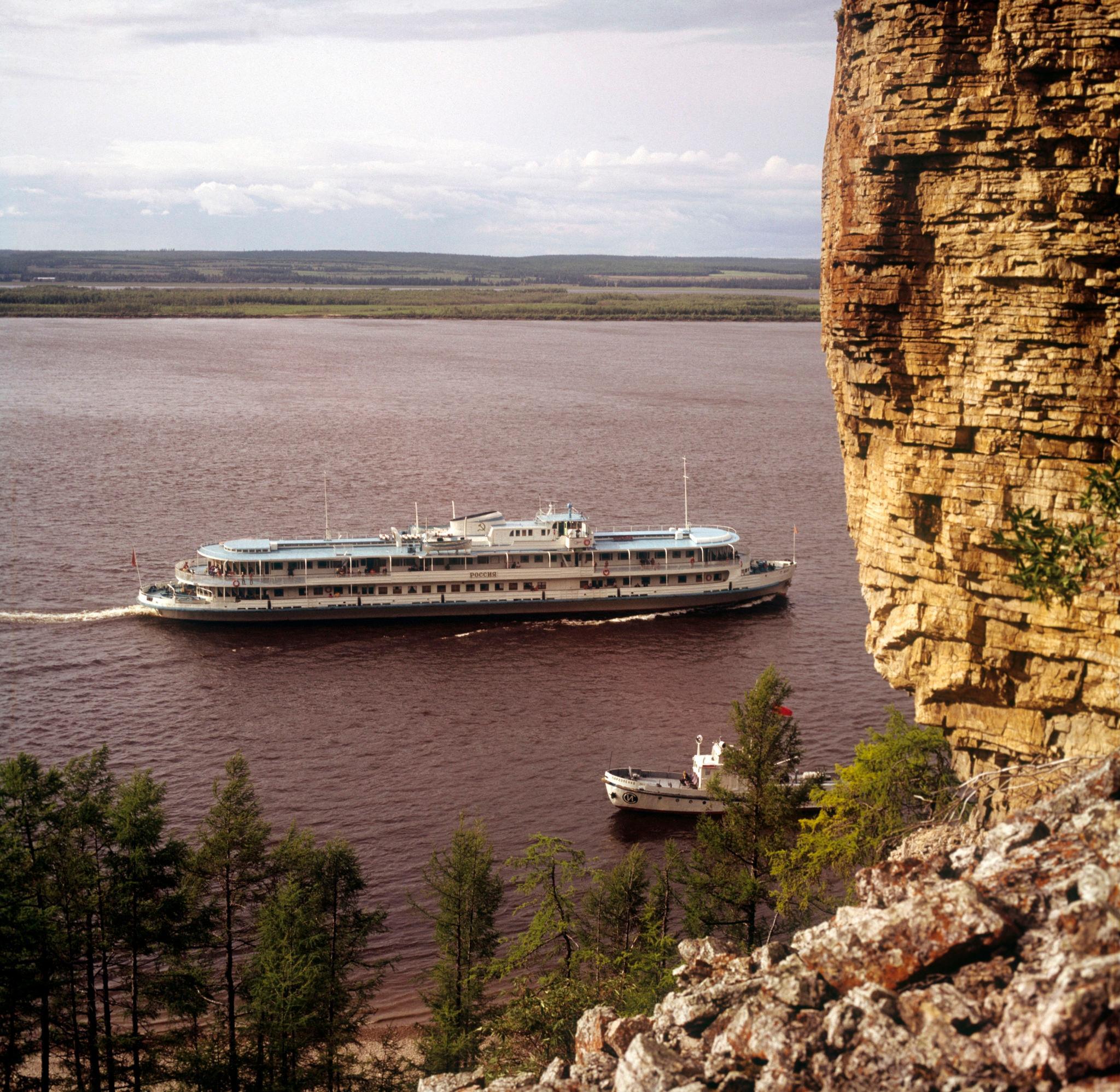 1970-е. Река Лена, пассажирский теплоход 'Россия'