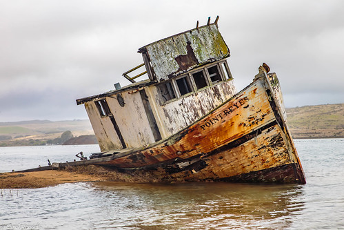 Shipwreck on Tomalas Bay