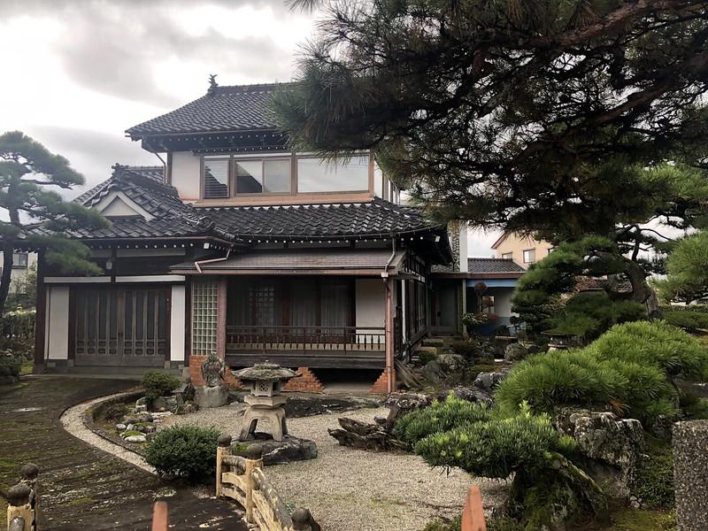 Осень - это новое лето очень, только, Японии, просто, которых, наверное, совершенно, непрактично, красиво, людей, остались, старых, невозможно, погружаясь, строят, примерно, конечно, японцы, современные, классические