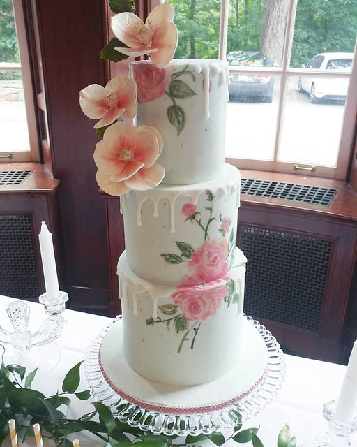 Wedding Cake by Cakelaine