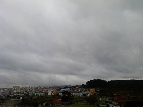 Tarde otoñal. #coruña #outono #autumn #nubes #clouds #rain #chuvia #lluvia #phonephoto