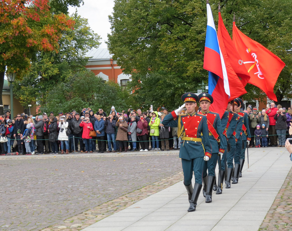 Церемония развода почетного караула в Петропавловской крепости