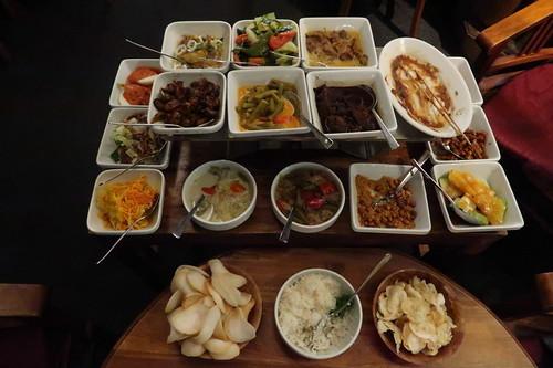 "Reistafel ""Vishnoe"" (fotografiert als schon zwei Gerichte verspeist)"