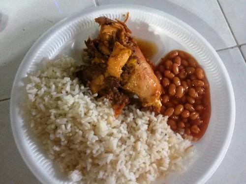 Reis, Bohnen und Hühnchen