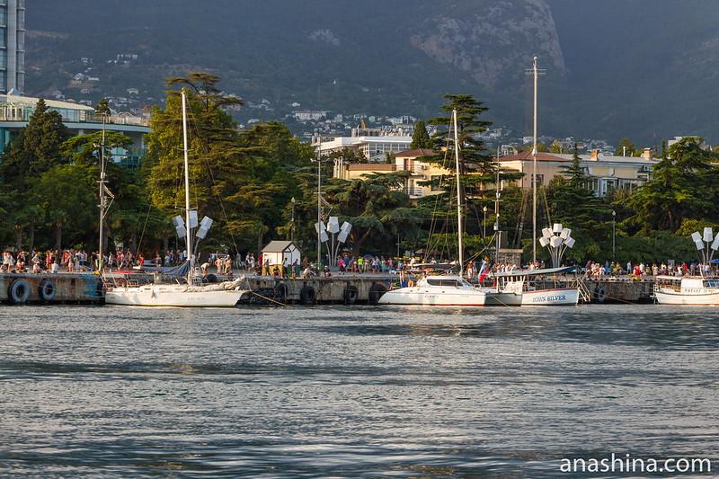 Пришвартованные яхты, Ялта, Крым