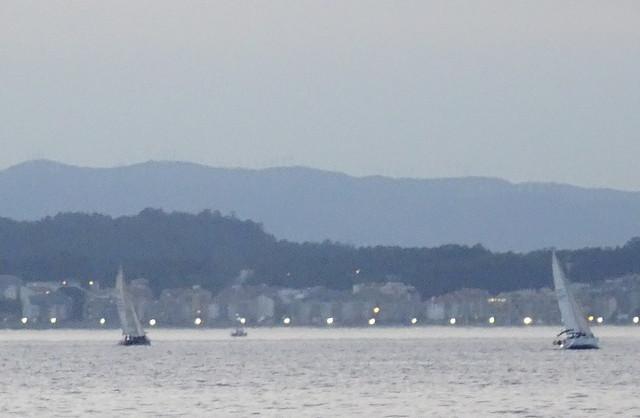 Dos veleros al caer la tarde