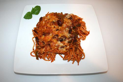 28 - Baked spaghetti with green pepper & kidney beans - Served / Gebackene Spaghetti mit grüner Paprika & Kidneybohnen - Serviert