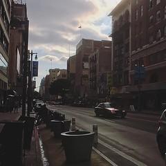 走入洛杉磯市中心,不知為何總是感到氣氛有點詭異,連帶心裡有點不安又忐忑,在當地居住的朋友也說其實沒有人會想去Downdown⋯⋯ 【浪遊旅人】https://ift.tt/1zmJ36B #backpackerjim #street #downtown #losangeles #usa #america