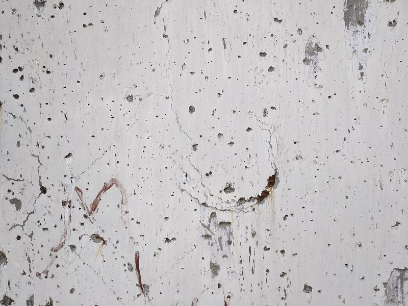Cracked Concrete Wall 04 - by TexturePalace.com