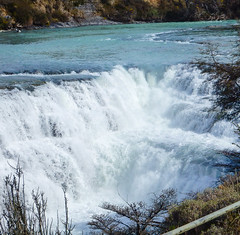 Cascada del Rio Paine, Paine waterfall