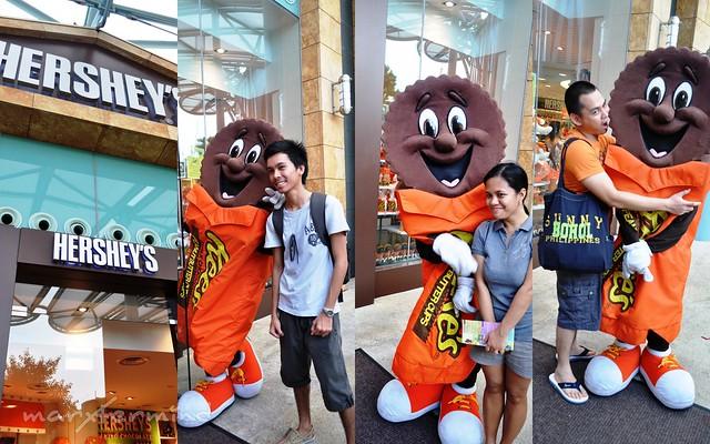 Reeses Mascot at Hershey's Store