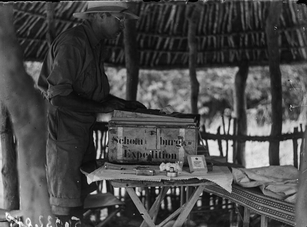 Катаба. Участник экспедиции в хижине