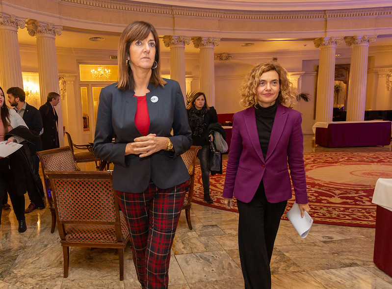 Idoia Mendia y Meritxell Batet en los premios Menina País Vasco