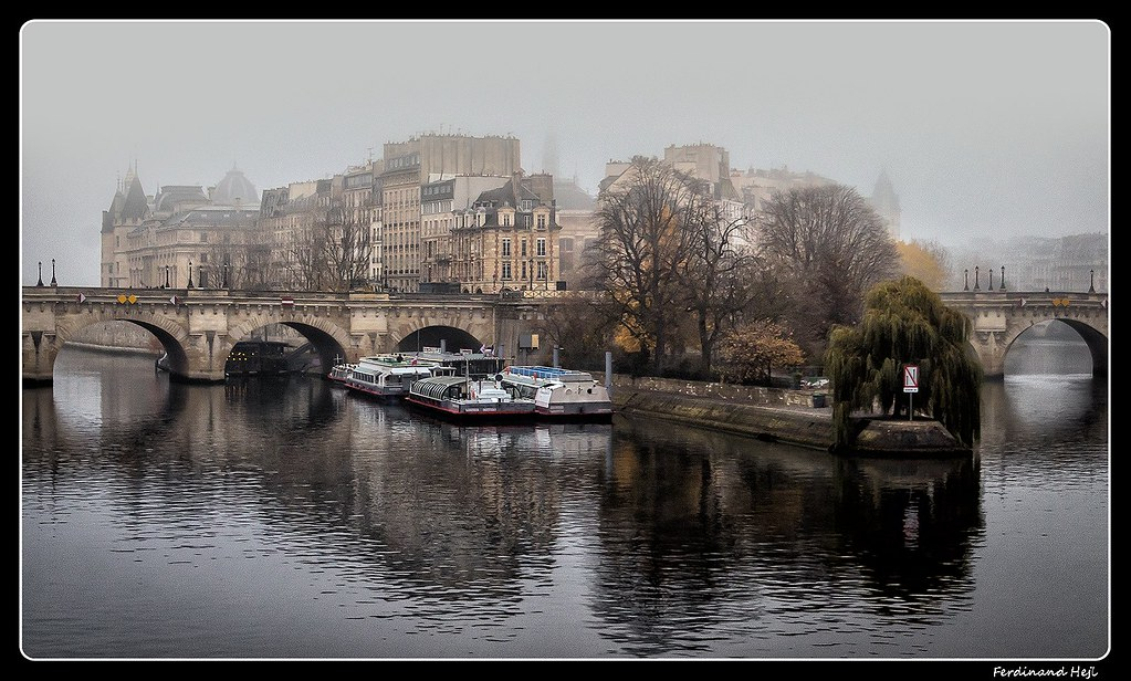 PARIS - ROMANTIC CITY