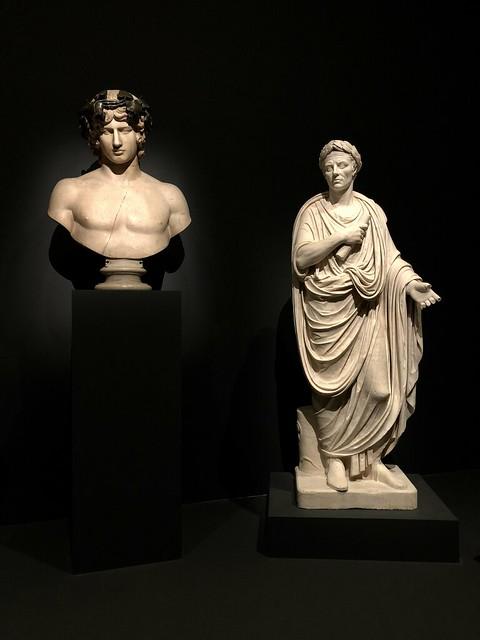Buste d'Antinous, Règne d'Hadrien, 2ème siècle ap. J.-C. et époque moderne, et Togatus, dit