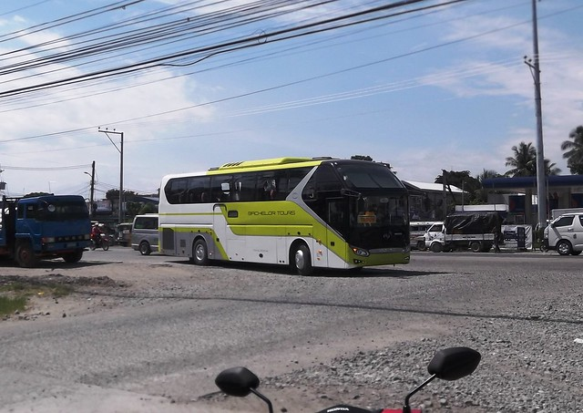 Bachelor bus intending to, Fujifilm FinePix T200