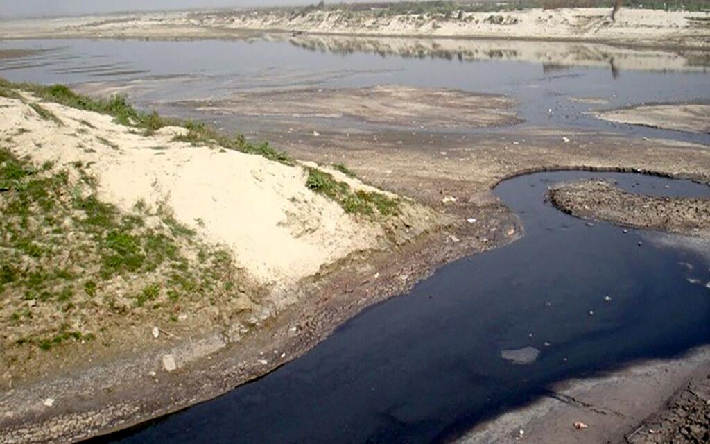 कानपुर में सूखती गंगा नदी