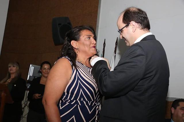Professora da rede municipal recebe medalha Ordem Nacional do Mérito Educativo