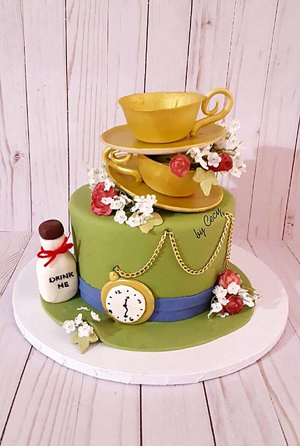Alice in Wonderland Cake from Sweets by Cecy