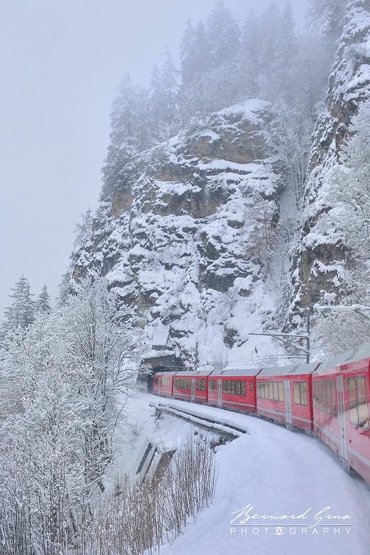 Tunnel entre Filisur et Bergün,  Bernina Express, Glacier Express par  Bernard Grua - Rhätische Bahn, Chemins de fer rhétiques