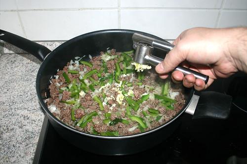 06 - Knoblauch hinzufügen / Add garlic