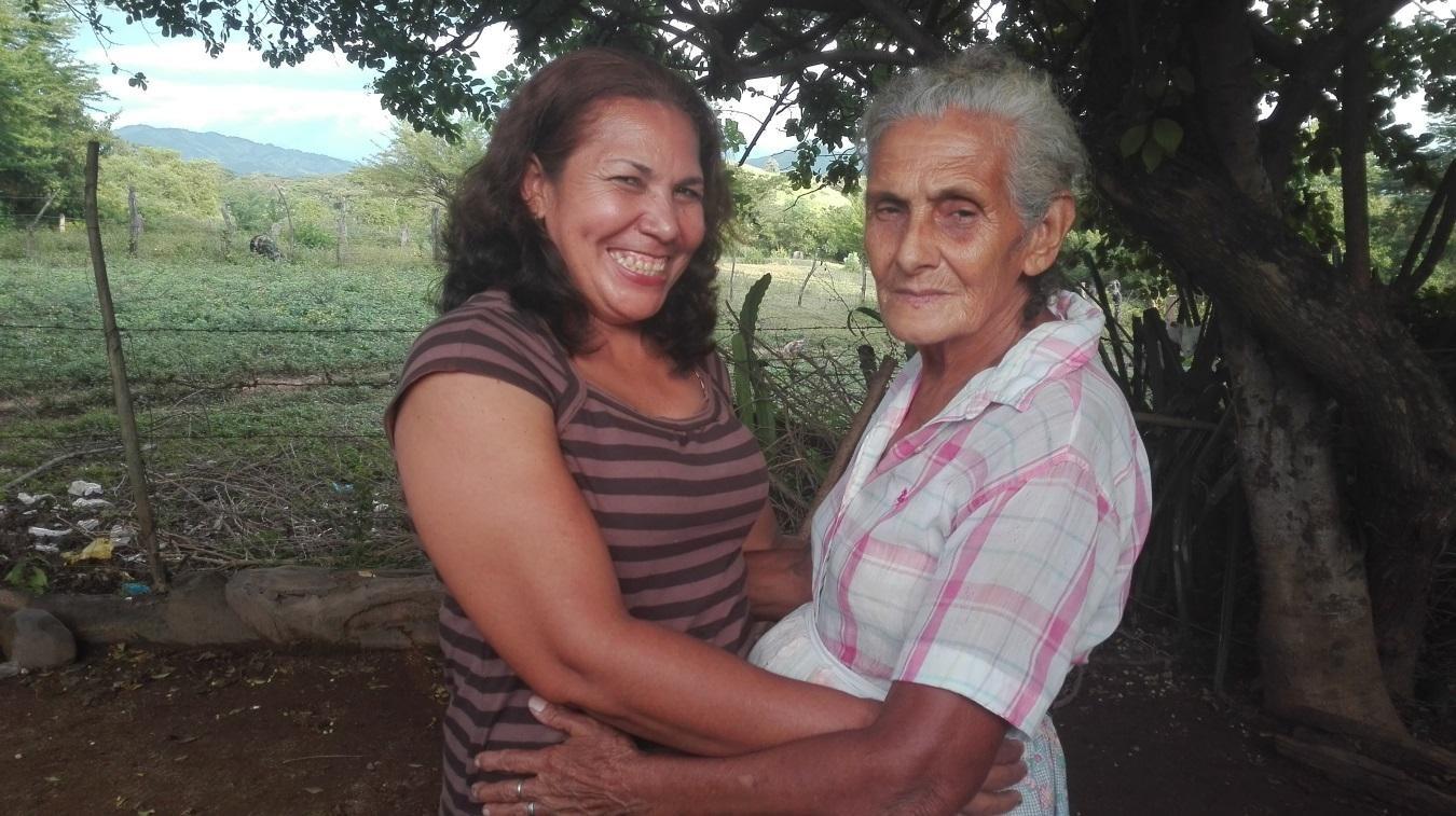 Doña Flor posa junto a su madre