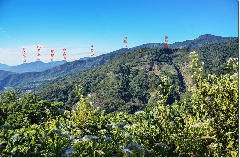 塔羅留山產道(906 m)西南眺群山 1-1