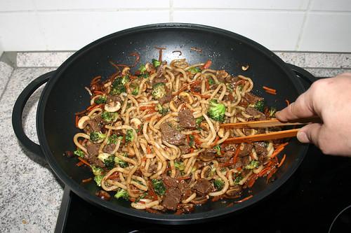 39 - Beef udon stir fry - Mix / Rindfleisch Udon-Nudelpfanne - Vermischen