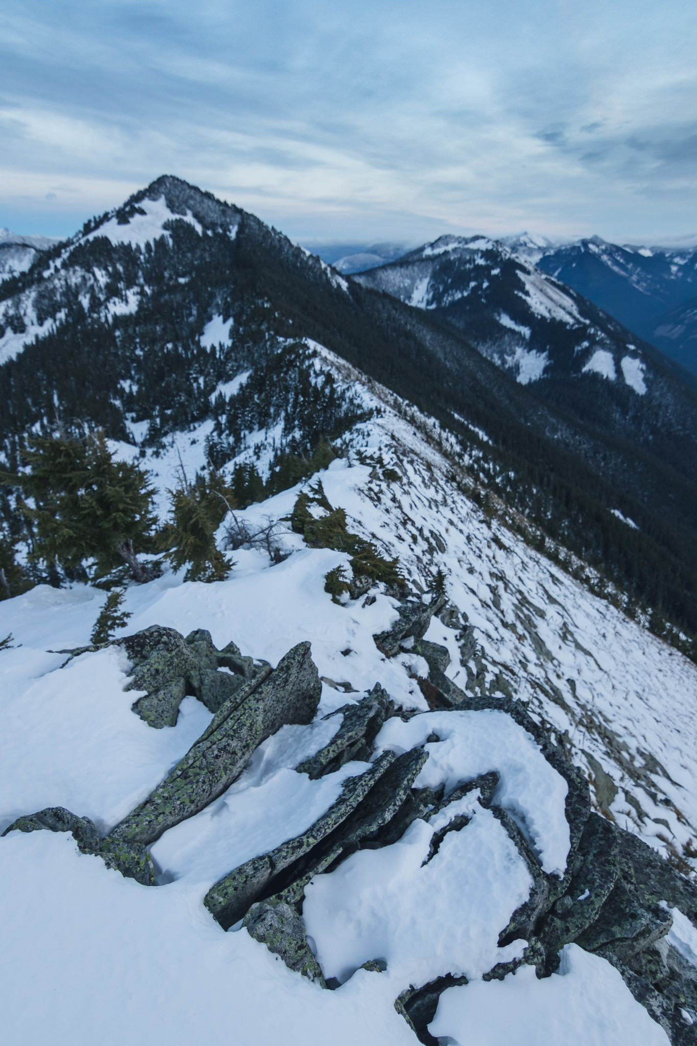 Ridge run toward Mount Defiance