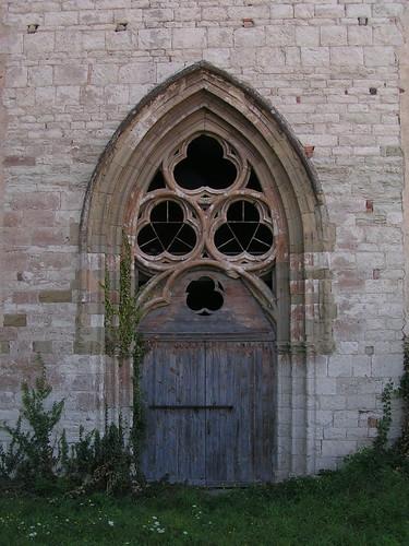 20080831 28651 1001 Jakobus Montbrison Kirche Fenster Dreifaltigkeit Bogen Tor