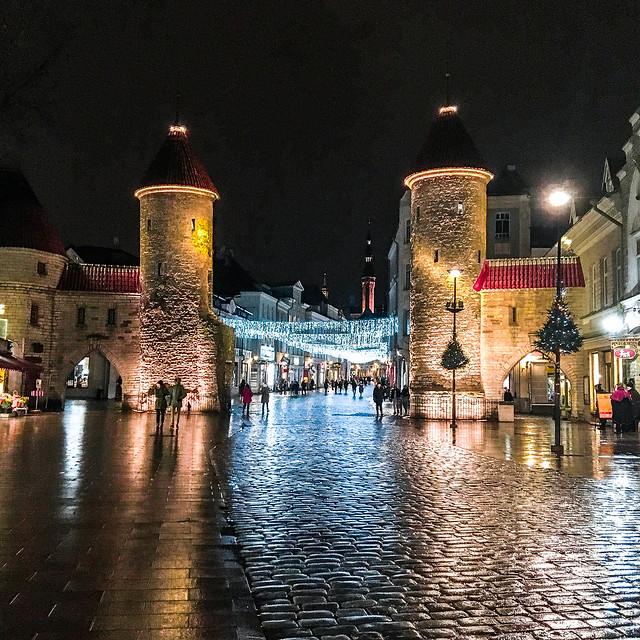 Puerta de Viru en Tallin, Estonia