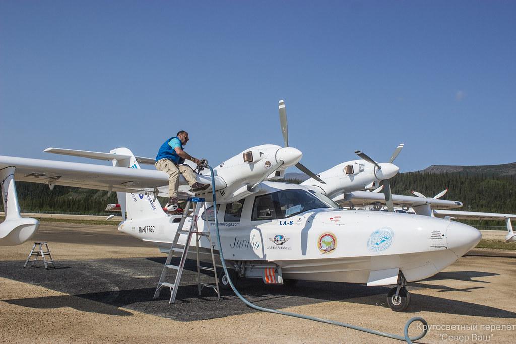 Алафинов С.В. заправляет Jet-A в Ла-8