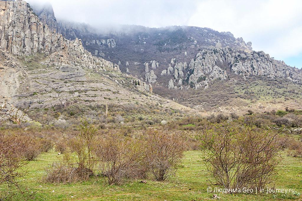 красота Долины Привидений на горе Демерджи