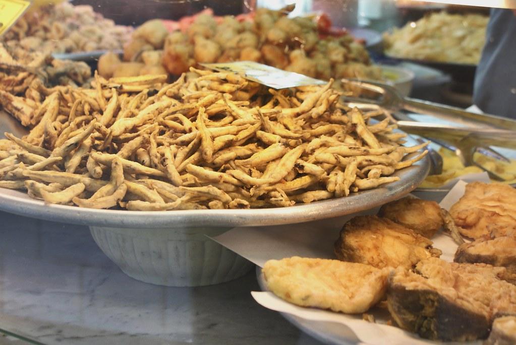 Friture d'anchois à l'Antica Friggitoria Carega à Gênes.
