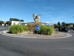 ROND POINT DES PALMES - Photo of Saint-Médard-de-Guizières