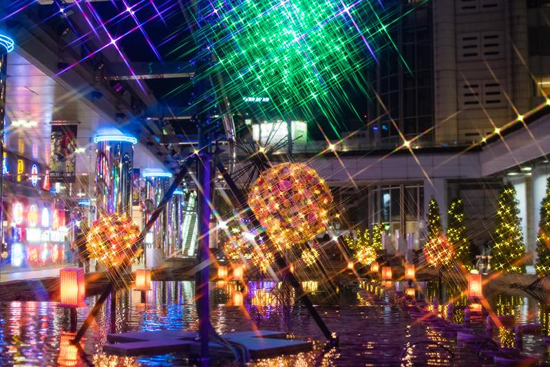 クロスフィルターを使用して撮影した東京ドームシティの夜景