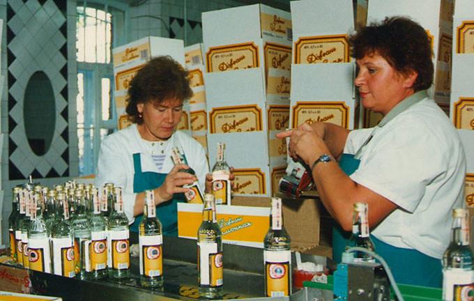 7 1996 год. Упаковка самой защищенной водки России.